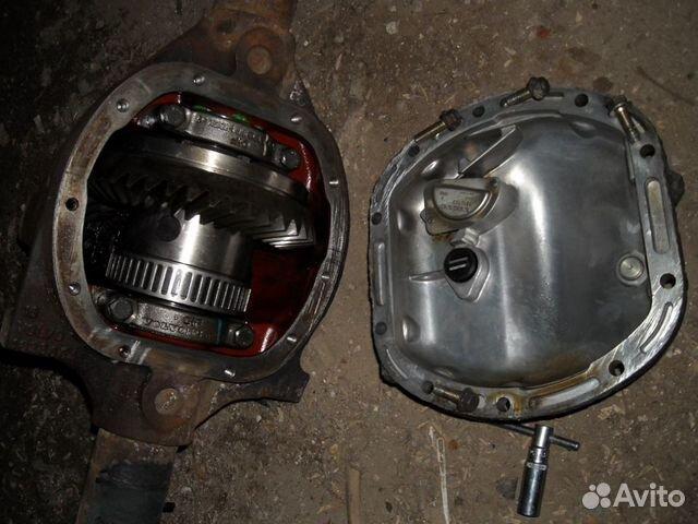 Перед тем, как произвести замену изношенных колодок, на некоторых моделях автомобилей ручной тормоз приводится в сервисный режим