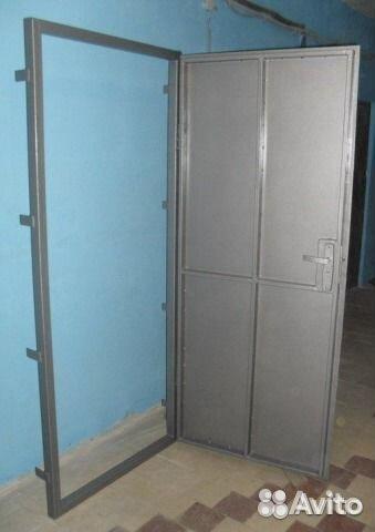 простейшая металлическая дверь