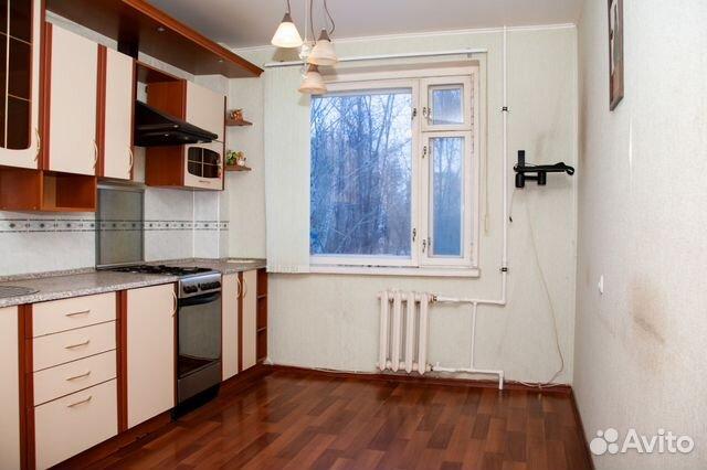 Продается трехкомнатная квартира за 2 150 000 рублей. Балаково, Саратовская область, Трнавская улица, 63А.